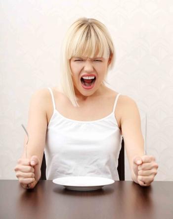 mulher passando fome pra entrar em forma