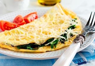 omelete café da manhã