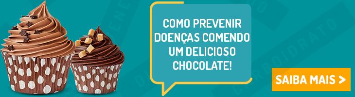 banner comendo chocolate